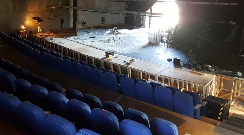 Arreglos en el teatro de la Aldea junto a Teatrocinema